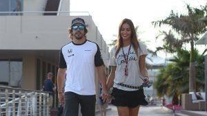 Fernando Alonso (ESP) McLaren with his girlfriend Lara Alvarez (ESP) at Formula One World Championship, Rd19, Abu Dhabi Grand Prix, Preparations, Yas Marina Circuit, Abu Dhabi, UAE