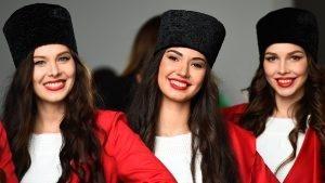 Grid girls at Formula One World Championship, Rd4, Russian Grand Prix, Qualifying, Sochi Autodrom, Sochi, Krasnodar Krai, Russia, Saturday 30 April 2016. © Sutton Motorsport Images