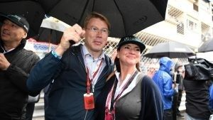 Mika Hakkinen (FIN) with Emma Lynch, Actress, on the grid at Formula One World Championship, Rd6, Monaco Grand Prix, Race, Monte-Carlo, Monaco, Sunday 29 May 2016. © Sutton Images