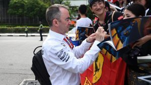 Paddy Lowe (GBR) Mercedes AMG F1 Executive Director (Technical) signs autographs for the fans at Formula One World Championship, Rd15, Singapore Grand Prix, Practice, Marina Bay Street Circuit, Singapore, Friday 16 September 2016. © Sutton Images