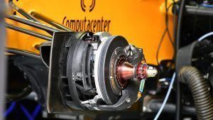 Renault Sport F1 Team RS16 front brake and wheel hub detail at Formula One World Championship, Rd16, Malaysian Grand Prix, Preparations, Sepang, Malaysia, Thursday 29 September 2016. © Sutton Images
