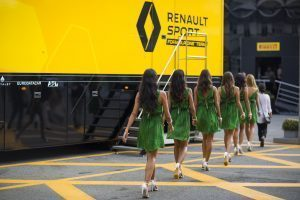 Grid girls at Formula One World Championship, Rd14, Italian Grand Prix, Race, Monza, Italy, Sunday 4 September 2016. © Renault Sport F1 Team