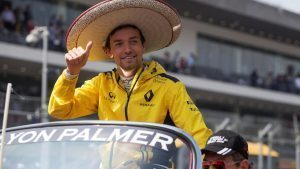 Jolyon Palmer (GBR) Renault Sport F1 Team on the drivers parade on the drivers parade at Formula One World Championship, Rd19, Mexican Grand Prix, Race, Circuit Hermanos Rodriguez, Mexico City, Mexico, Sunday 30 October 2016. © Sutton Images