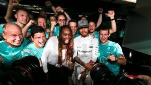 Race winner Lewis Hamilton (GBR) Mercedes AMG F1 celebrates with Venus Williams (USA) Tennis PLayer and the team at Formula One World Championship, Rd18, United States Grand Prix, Race, Circuit of the Americas, Austin, Texas, USA, Sunday 23 October 2016. © Sutton Images