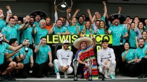 Lewis Hamilton (GBR) Mercedes AMG F1 and Nico Rosberg (GER) Mercedes AMG F1 celebrate with the team at Formula One World Championship, Rd19, Mexican Grand Prix, Race, Circuit Hermanos Rodriguez, Mexico City, Mexico, Sunday 30 October 2016. © Sutton Images