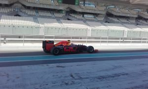 pic-7 / SEVENTH TEST WITH RED BULL RACING: Pierre Gasly tests at Yas Marina Circuit, Yas Island, Abu Dhabi, United Arab Emirates, THE WIDER TYRES FOR 2017 SEASON