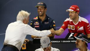 Charlie Whiting (GBR) FIA Delegate shakes hands with Sebastian Vettel (GER) Ferrari in the Press Conference at Formula One World Championship, Rd20, Brazilian Grand Prix, Preparations, Interlagos, Sao Paulo, Brazil, Thursday 10 November 2016. © Sutton Images